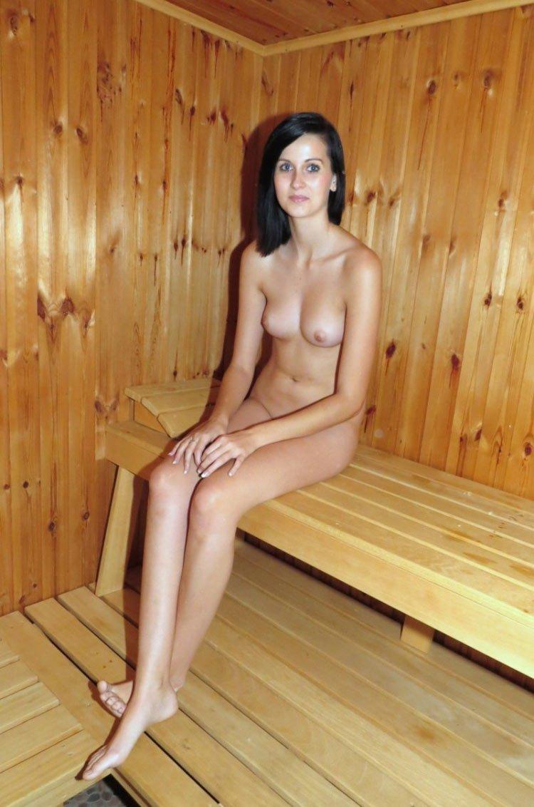 video-golie-devushki-v-saune-smotret-eroticheskie-filmi-video