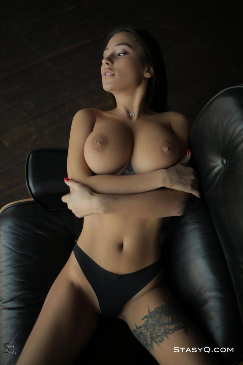 Красивая эротика девушки, с большой грудью