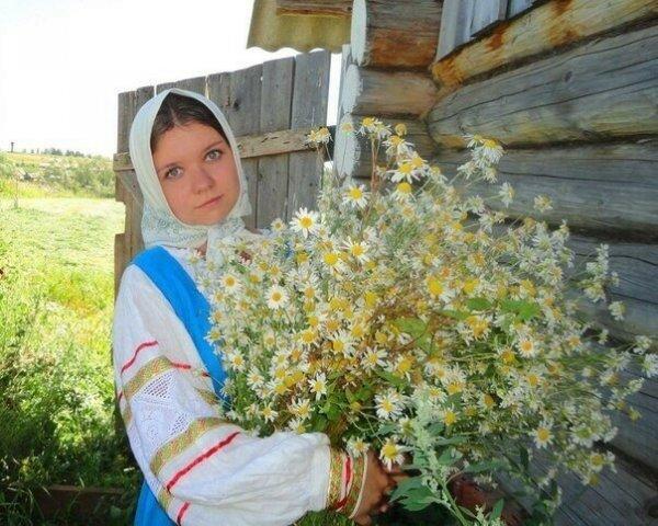 Красивые деревенские девушки