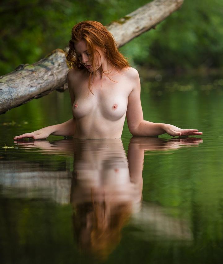 Красивые рыжие девушки без нижнего белья