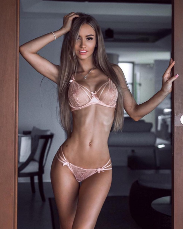 Девушки и женщины с сексуальной фигурой