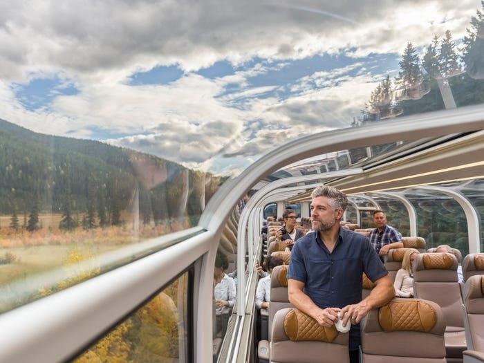 Поездка в поезде первым классом, разных стран мира