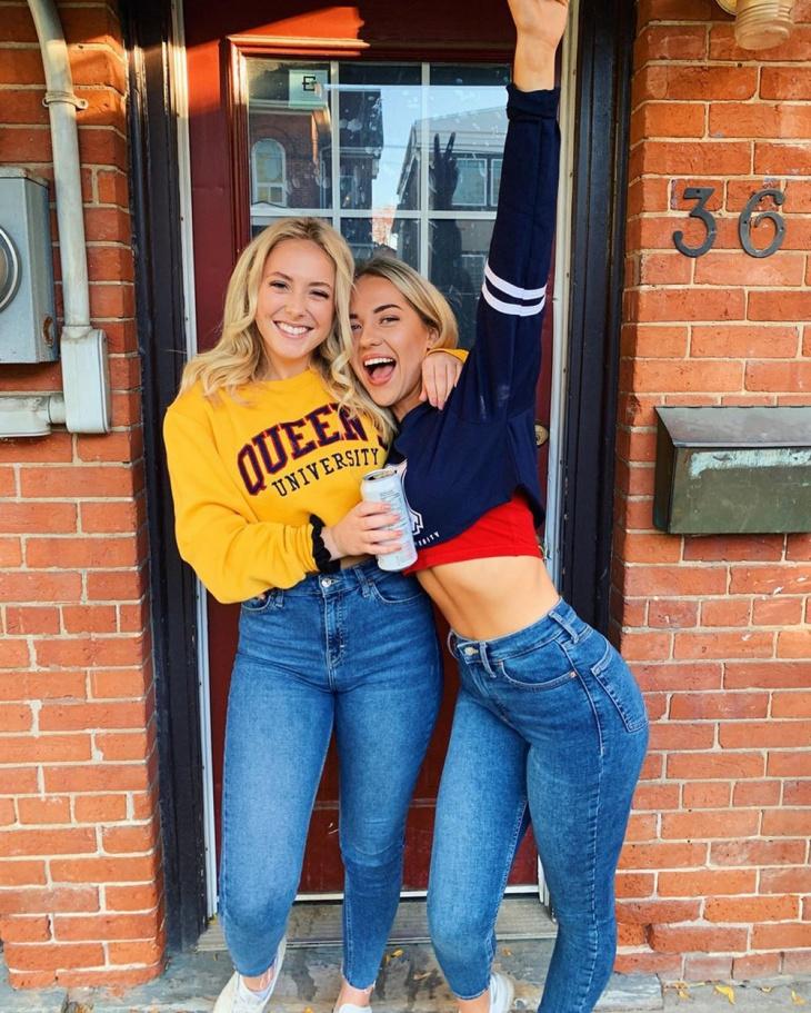 Красотки в обтягивающих джинсах и шортах