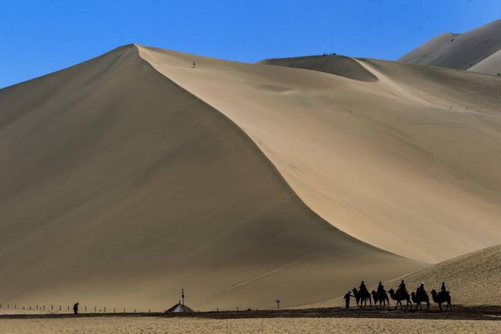 Оазис Дуньхуан в Китае