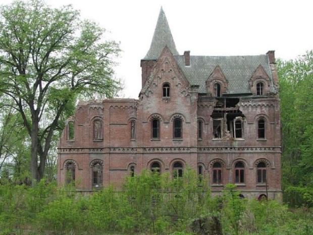 ТОП — 20 Реально крутых, заброшенных замков