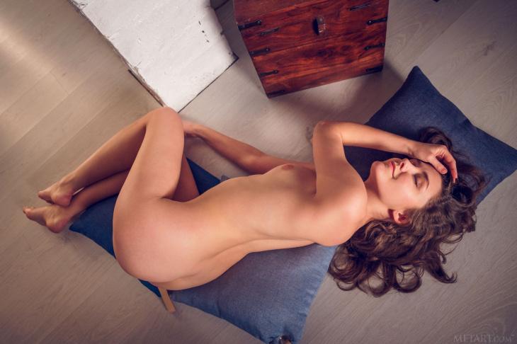 Дамочка показала трусы и киску под юбкой — Фото НЮ