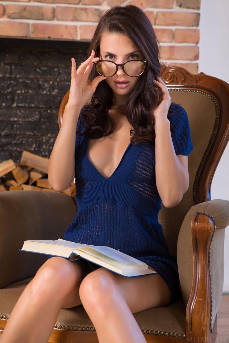 Дамочка в очках без трусов раком — Фото НЮ