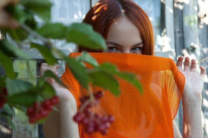 Деревенская рыжая развратница без трусиков — Фото НЮ