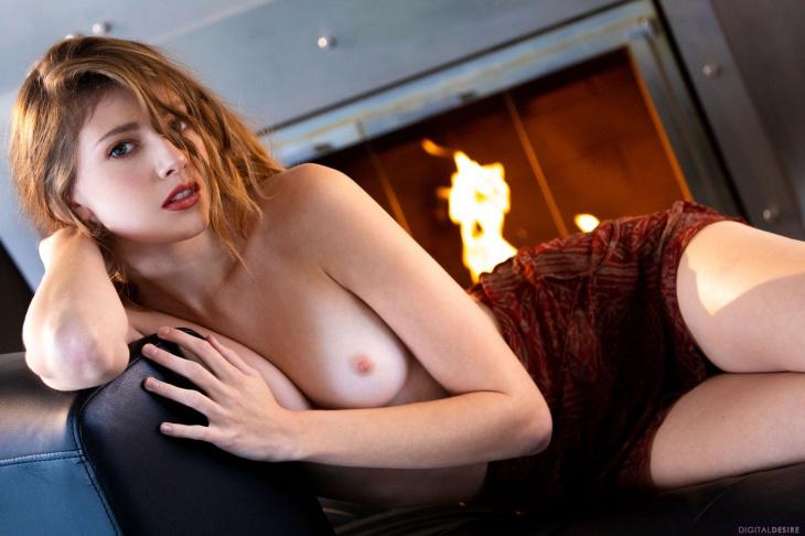 Шикарная девушка со сладкой голой писей — Клубничка