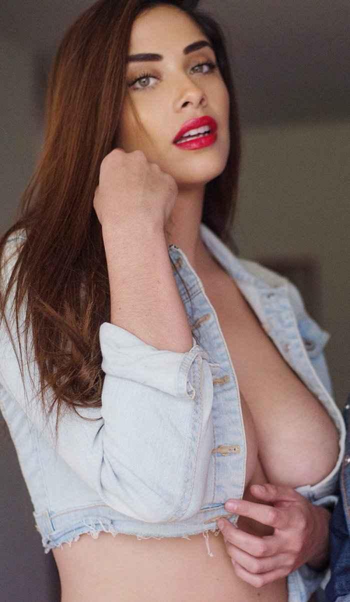 Красивые девушки без лифчика #2