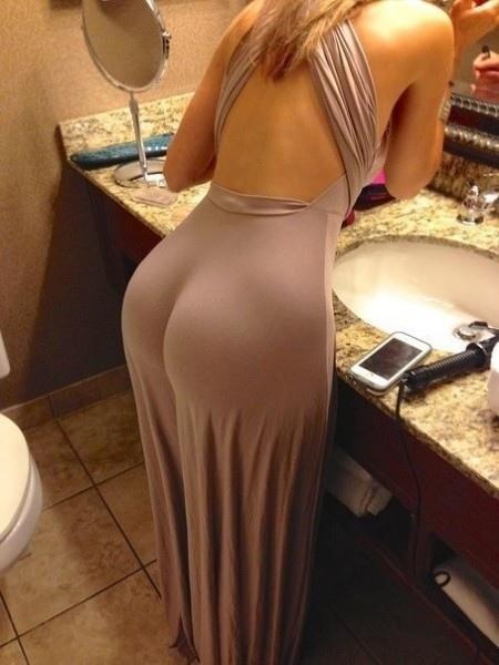 Платье на девушке, сидит идеально