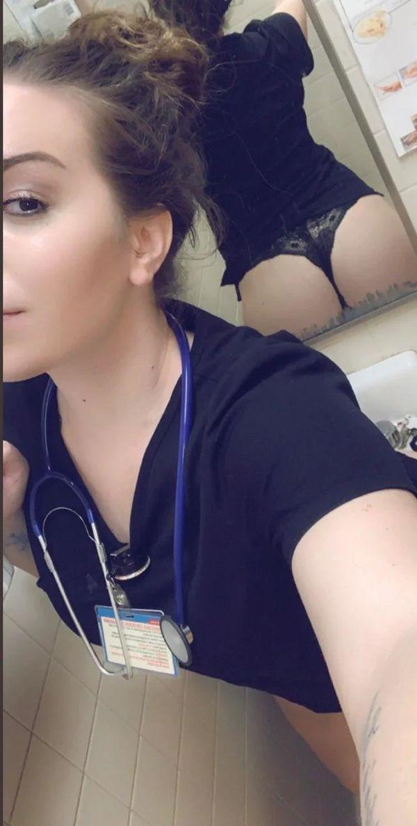 Горячие медсестры делают пошлые селфи