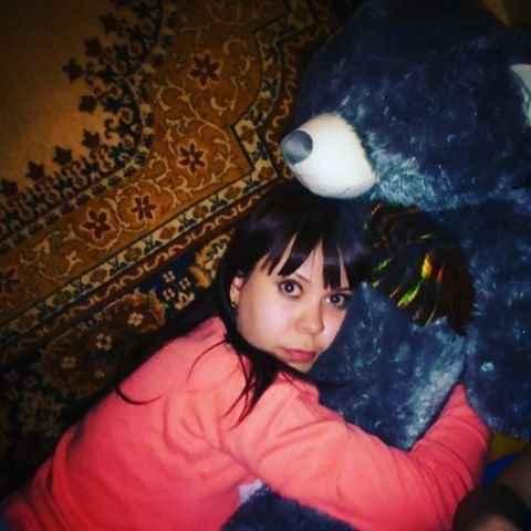 Фото молодых девушек и настенных ковров