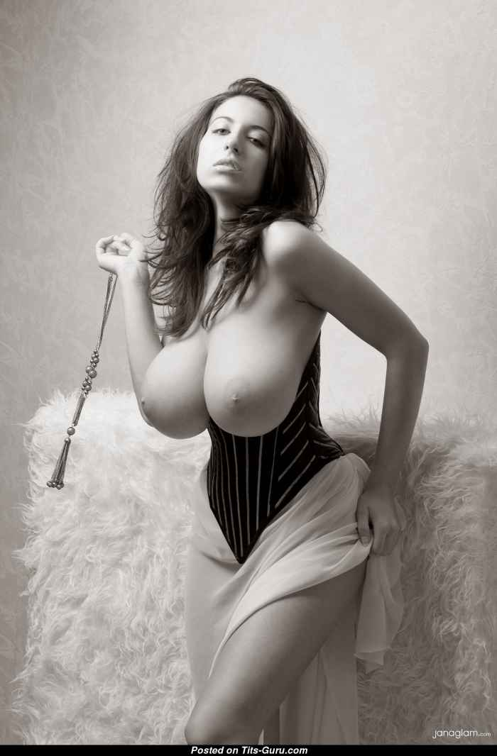 Шикарные девушки с большим бюстом