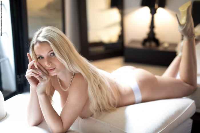 Екатерина Енокаева на горячих эротических снимках