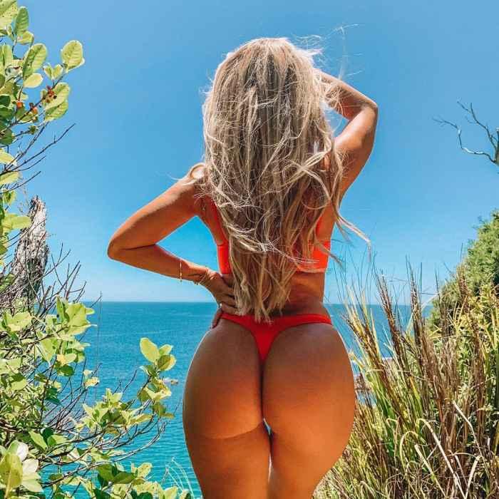 Розанна Аркл, выложила селфи в купальнике что смутились даже фанаты