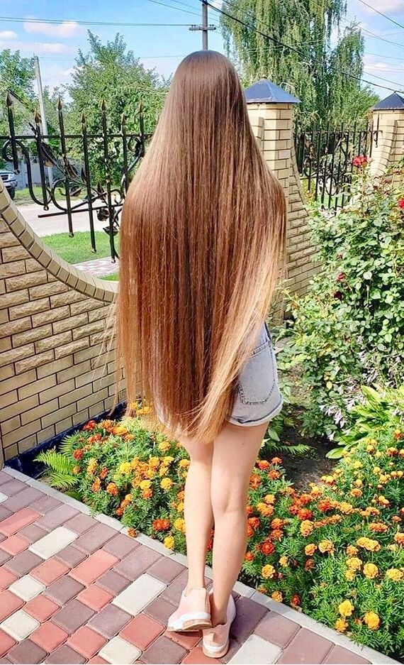 Девушки с длинными волосами