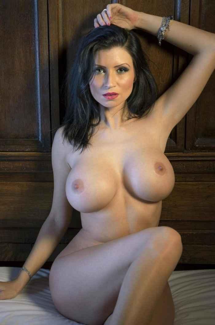 Обнаженные девушки с большой грудью