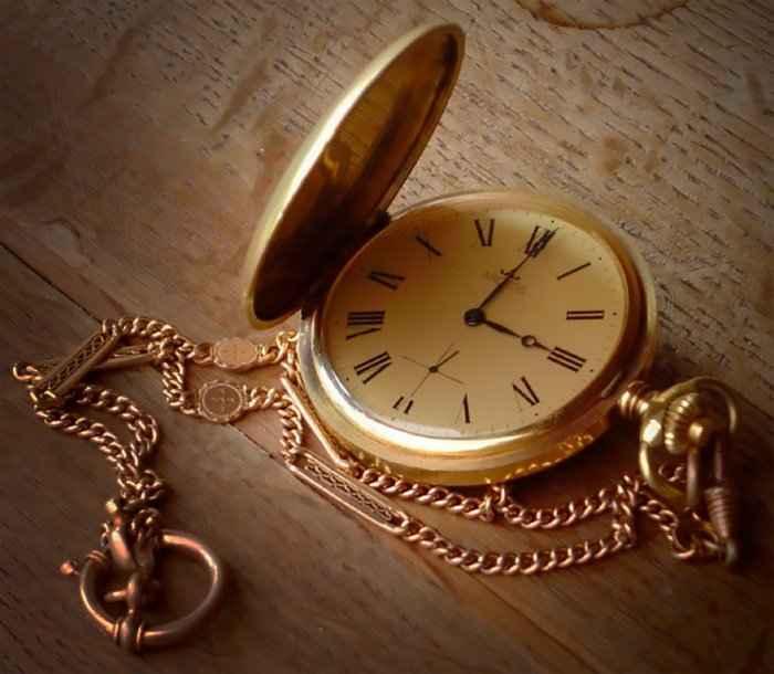 Как человек, который изобрел часы, знал какое время на них установить?