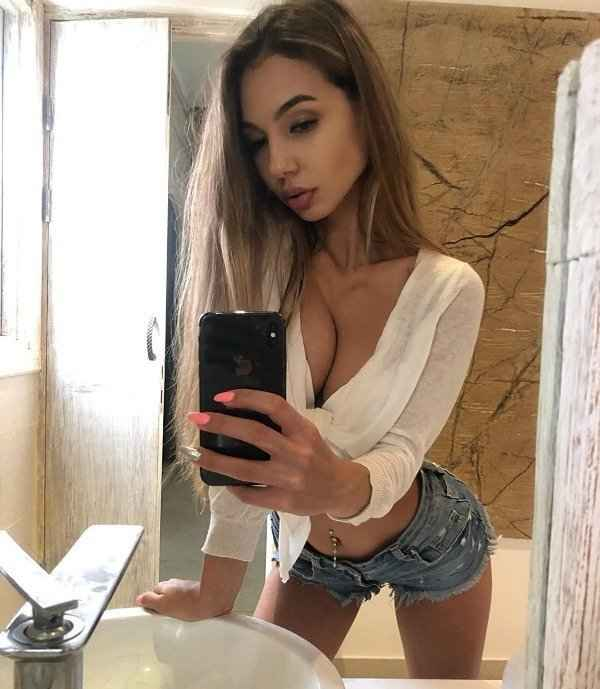 Привлекательные девушки из социальных сетей