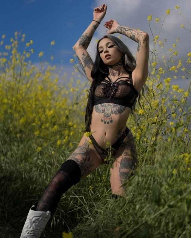 Тейлор Уайт — тату модель с сексуальной внешностью