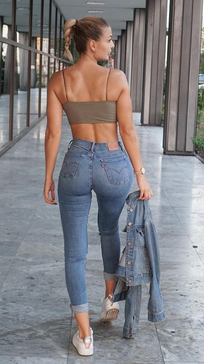 Красивые попки девушек в джинсках