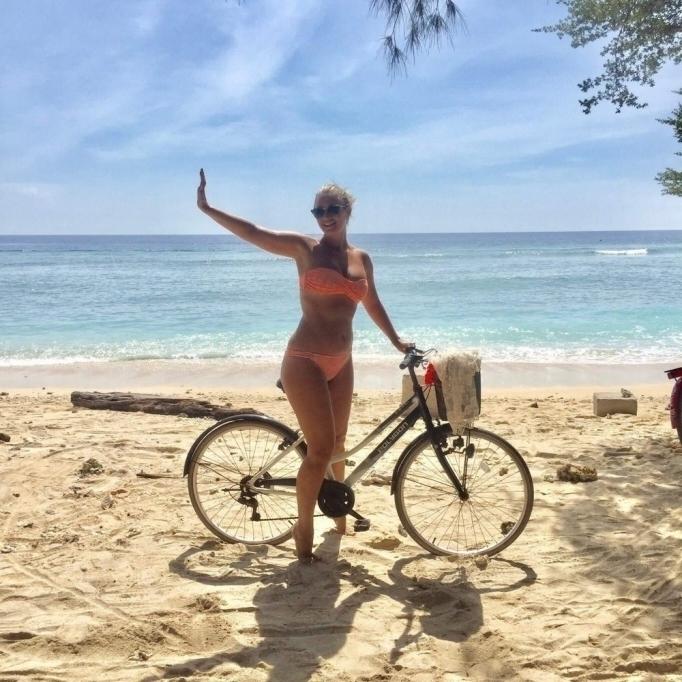 Горячие девушки на велосипедах