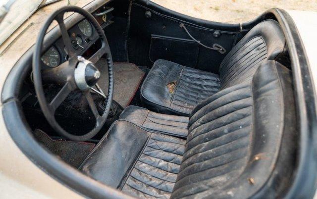 Jaguar XK120 1954 года, несколько десятилетий простоявший в гараже