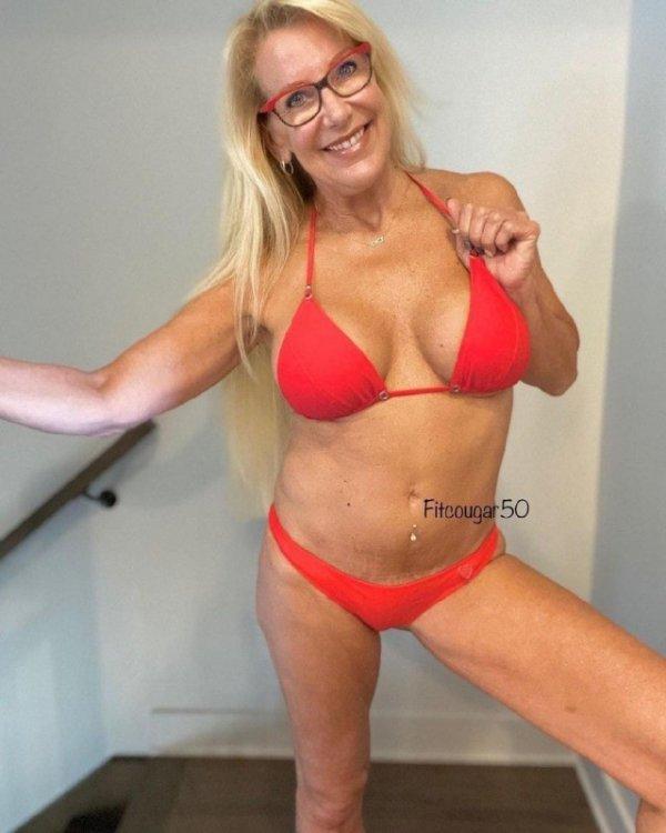 Полицейская из Канады, в свои 58 лет ушла в Порно