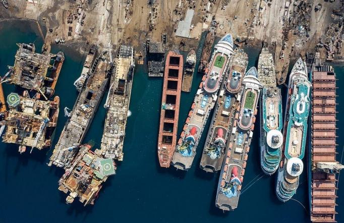 Кладбище круизных лайнеров в Турции