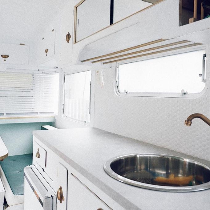 Преображенный старый дом на колесах за 2,500$