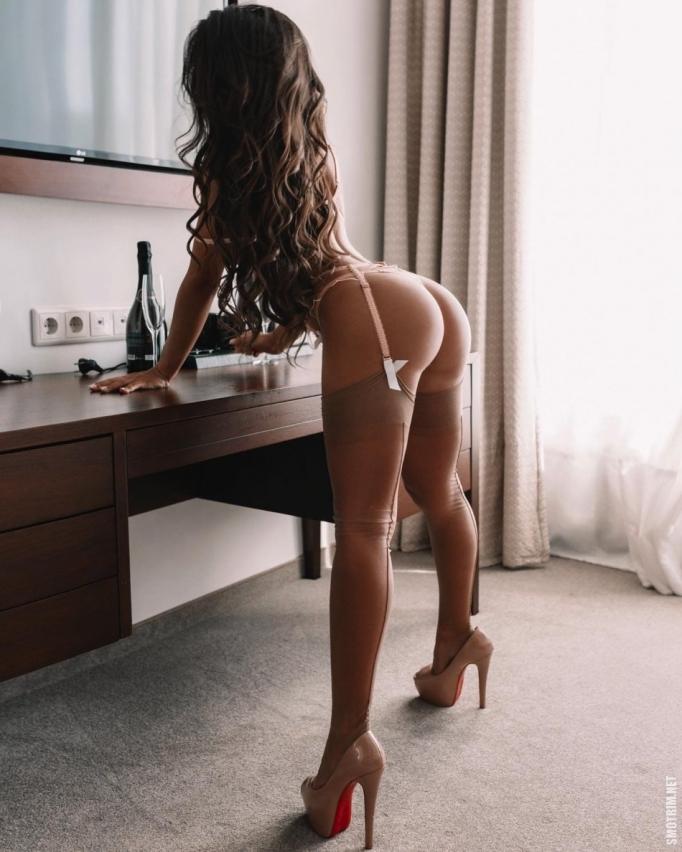 Сексуальные девушки в нижнем белье и без него