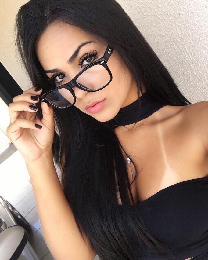 Селфи красивых девушек в очках