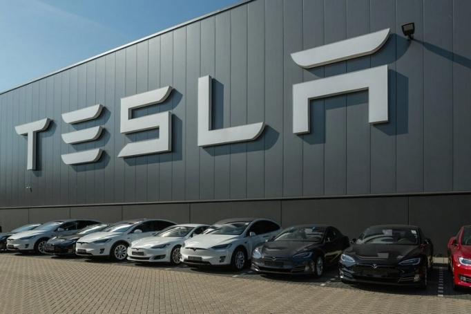 Удивительные факты о работе в Tesla
