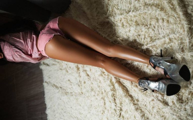 Красивые девушки с длинными ногами