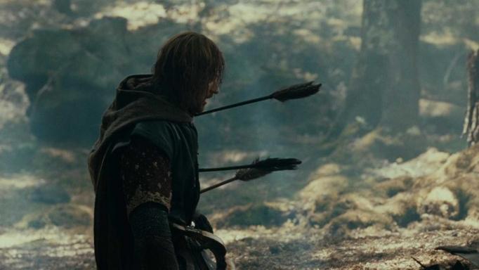 Можно ли вытащить стрелу из тела, как показывают в фильмах?