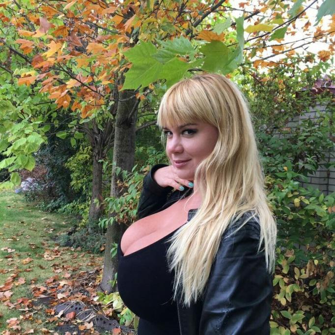 Мила Кузнецова - горячие фото девушки, с 13-м размером груди