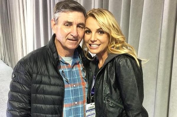 Отец Бритни Спирс объявил , что его дочь страдает деменцией