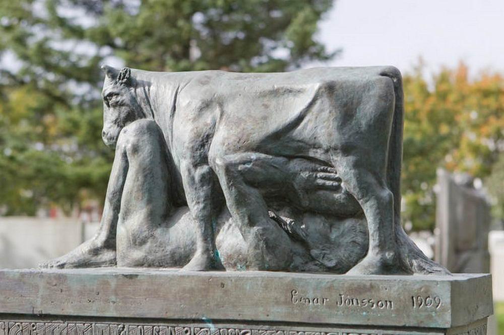 Подборка самых нелепых и смешных статуй