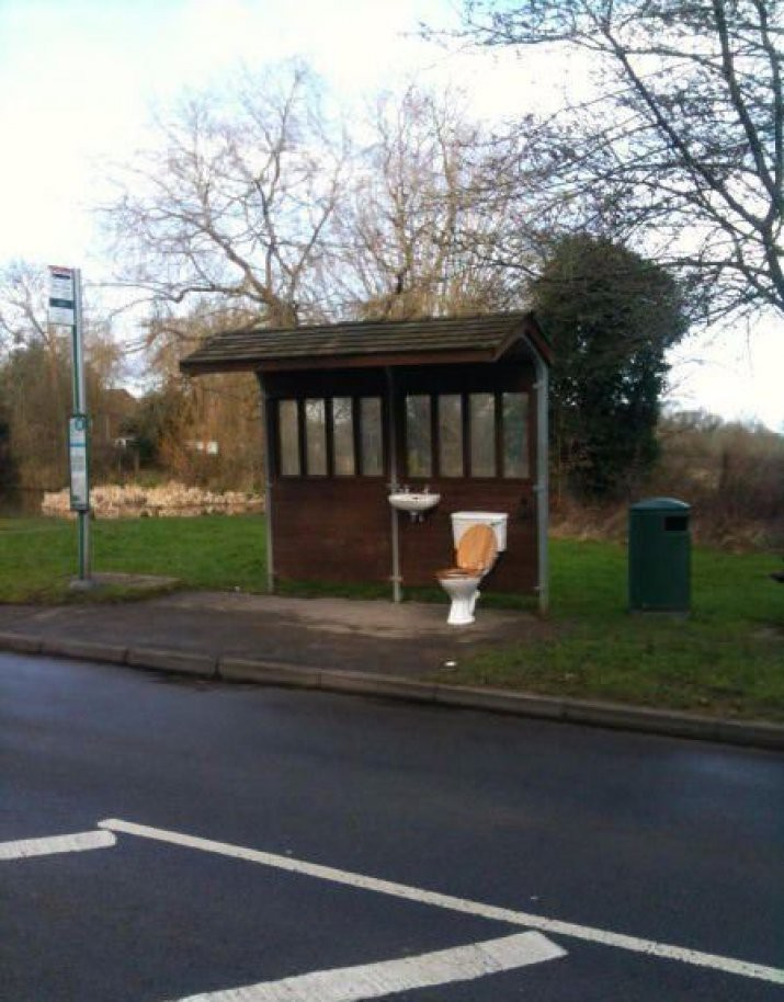 Подборка необычных и забавных автобусных остановок
