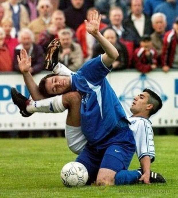 Подборка нелепых и смешных моментов на футбольном матче