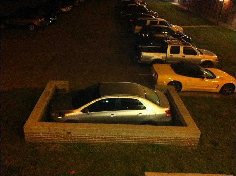 Когда недавно за рулём: подборка смешных фото про парковку