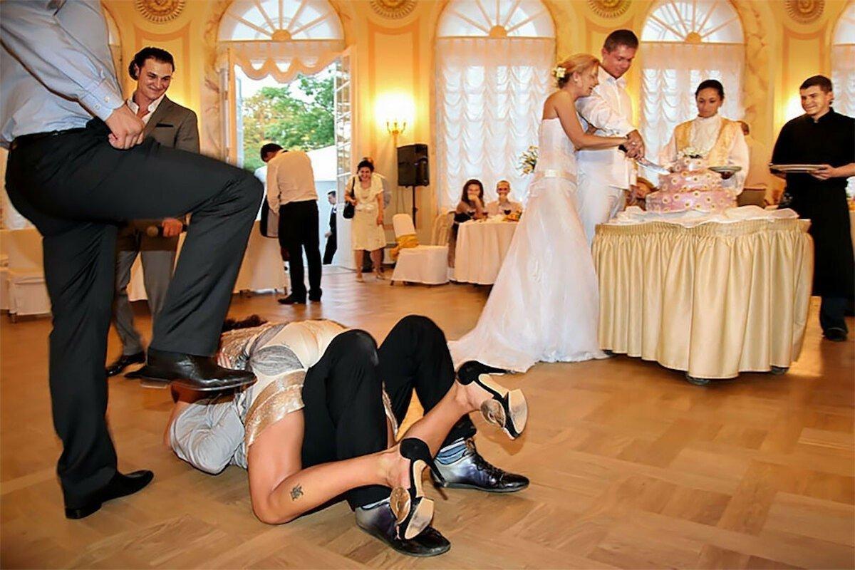 Подборка самых уморительных фото свадебных конкурсов