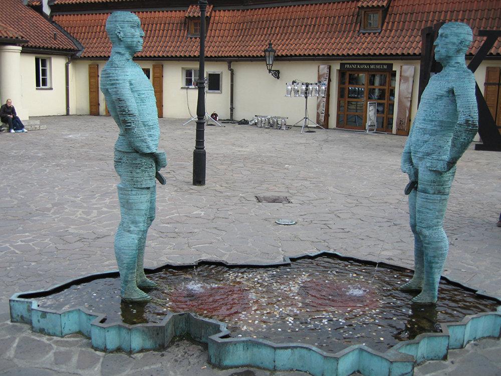 Подборка нелепых фонтанов