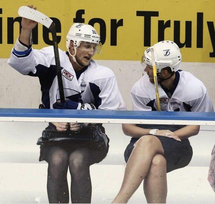 Шайба в голову прилетела: подборка самых смешных фото с хоккейного матча
