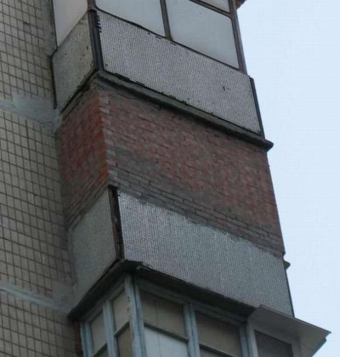 Фото подборка самых нелепых балконов