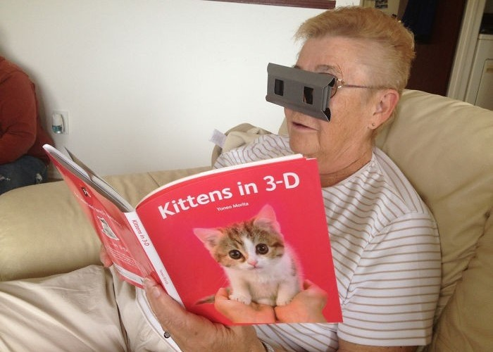 Когда внук подарил ноутбук. Подборка забавных фото, на которых бабушки столкнулись с современными технологиями