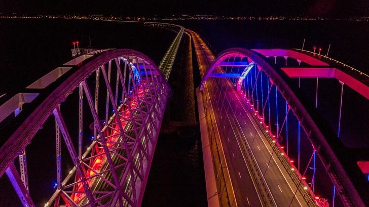 Новая подсветка Крымского моста