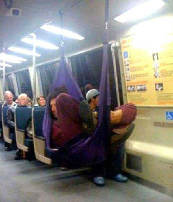 10 самых странных людей, которых вы можете увидеть в метро