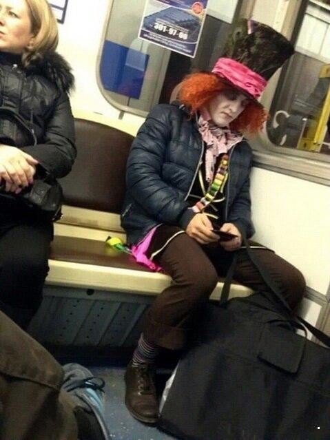 Странные наряды людей в метро